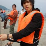 熱海で釣りを楽しむ柏木副社長(2008年社員旅行)