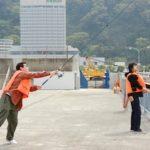 熱海で釣りを楽しむ小森次長(2008年社員旅行)
